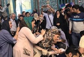 تصاویر جالب حضور بی سابقه هنرمندان، ورزشکاران، عروس و داماد و سایر مردم در انتخابات: از تهران تا کن