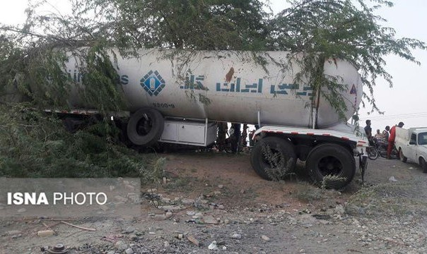 برخورد تانکر گاز با سوپرمارکت در میناب: ۶ کشته و زخمی