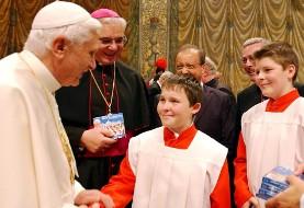 پاپ طلب بخشش کرد اما از پرداخت خسارت و زندان کشیشهای متجاوز به کودکان خبری نیست!
