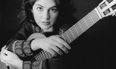 کلاس گیتار لیلی افشار