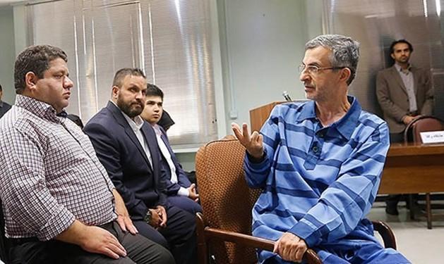 رای دادگاه مشایی بدون وکیل مدافع صادر شد: 6.5 سال زندان به اتهام جرم علیه امنیت کشور و توهین به مقامات!
