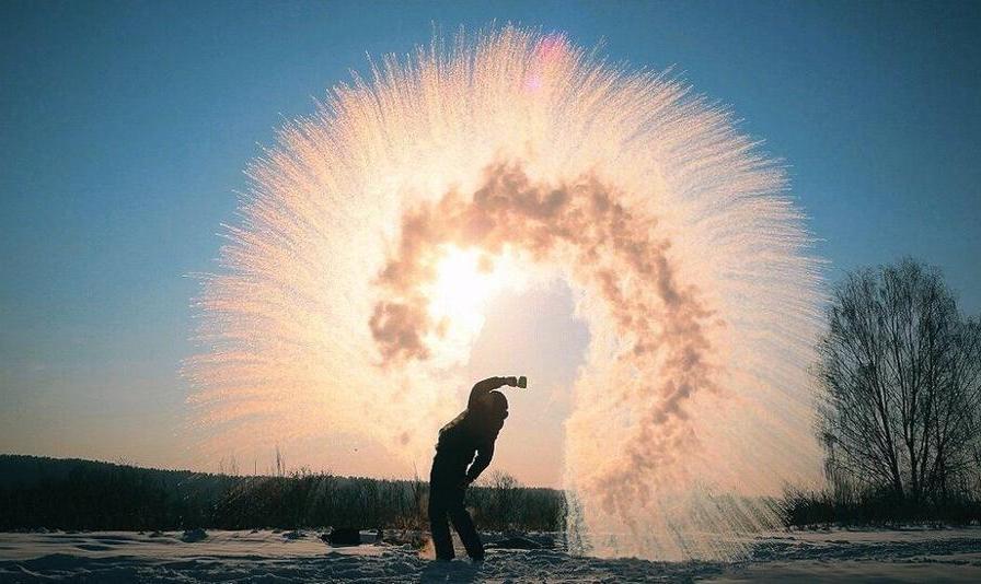 تصاویر باورنکردنی از فواره آب جوش و یخبندان در روسیه