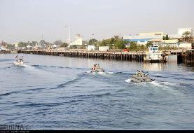 آغاز رزمایش دریایی ایران در تنگه هرمز و دریای عمان: شلیک موشک از زیردریایی برای نخستین بار
