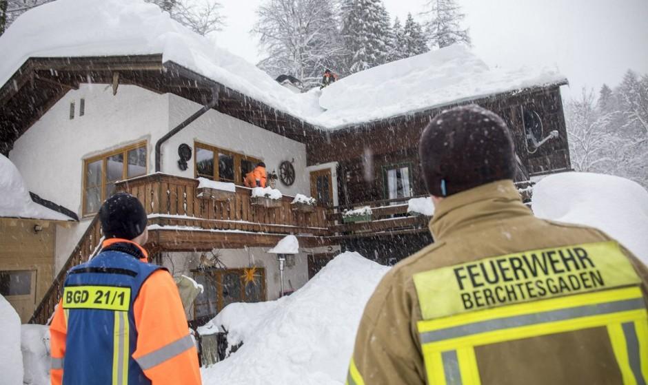برف و کولاک مناطقی از آلمان و سوئد را تعطیل کرد: ۱۷ کشته + عکس