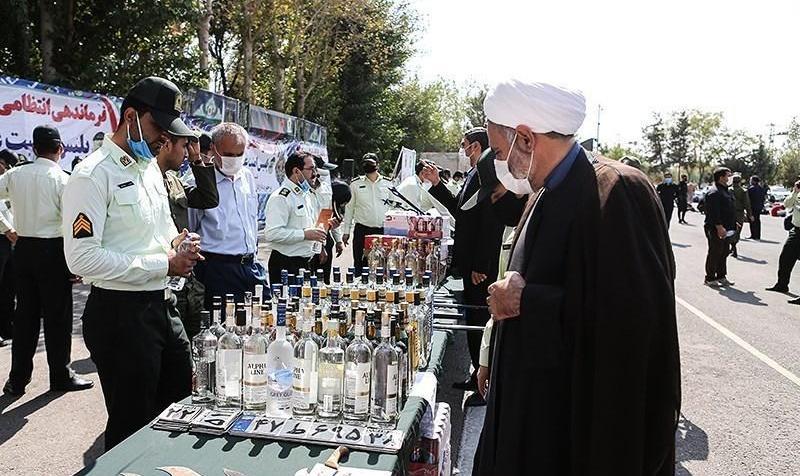 ببینید: وسایلی که پلیس از سارقان، فروشندگان مواد مخدر و مشروبات الکلی کشف کرد