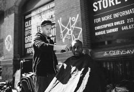 این آرایشگر آمریکایی-فیلیپینی هفتهای ۱ روز موی بی خانمان ها را کوتاه می کند (+عکس)