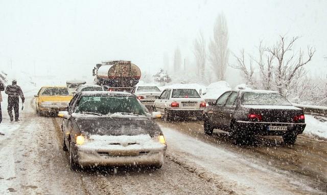 برف و کولاک در ۸ استان کشور: چالوس و هراز مسدود شد