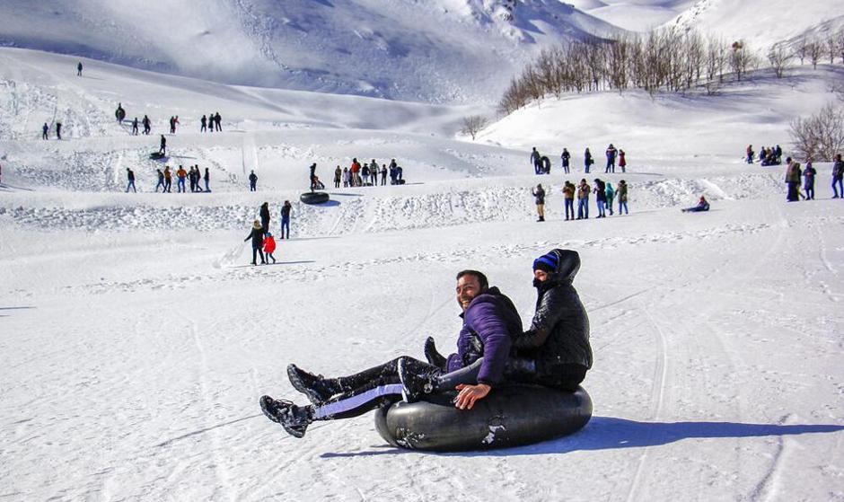 شادی و آزادی در طبیعت: تصاویر تفریحات برفی در بام ایران، پیست کوهرنگ چهارمحال و بختیاری
