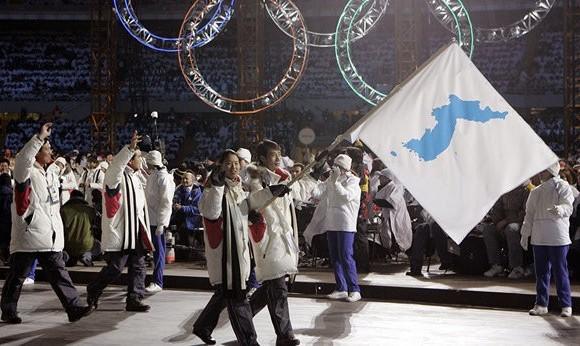بوی صلح می آید اگر جنگ افروزان بگذارند: حضور دو کره در بازیهای المپیک زمستانی با یک پرچم مشترک