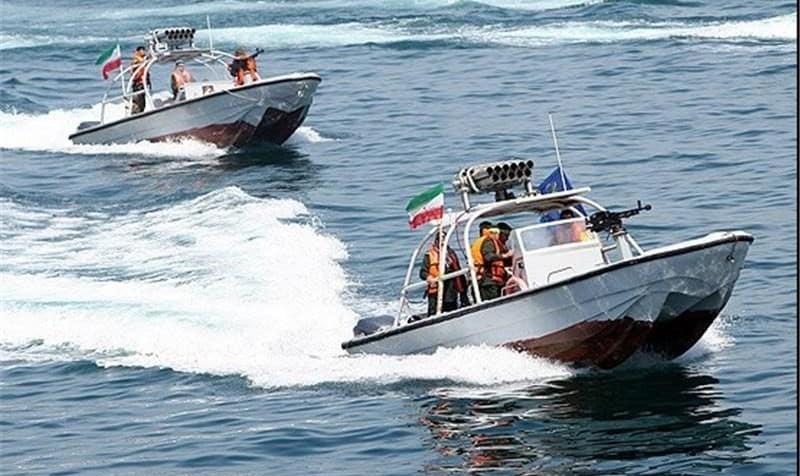 عربستان سعودی: قایق ایرانی توقیف شده مسلح بود و قصد حمله به سکوی نفتی داشت/ فعالیت کشتیهای ماهیگیری در بوشهر متوقف شد