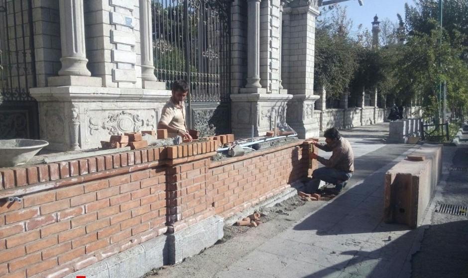 دیوارکشی دربرابر ساختمان مجلس متوقف شد