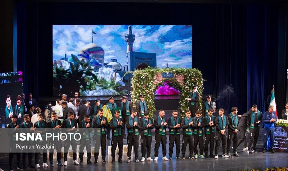 تصاویر بدرقه سیاسی مذهبی تیم ملی به جام جهانی: از پیراهن ...