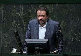 نماینده میانه در اعتراض به بحران اقتصادی کشور در برابر هیات رئیسه مجلس تحصن کرد