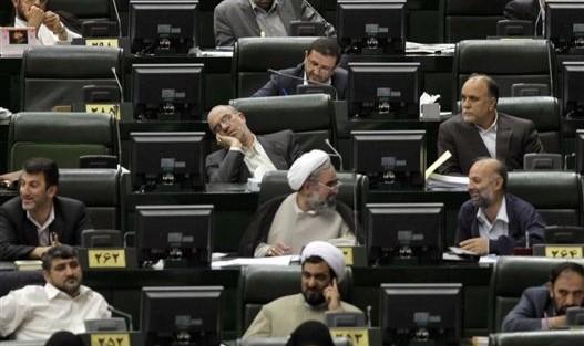 بررسی ۴ طرح ضد آمریکایی: جلسه علنی امروز مجلس با ۹۰ کرسی خالی آغاز شد