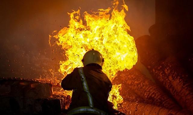 ادامه سریال آتش سوزی کارگاههای بزرگراه آزادگان: آتش سوزی گسترده پاساژ سه راه امین حضور