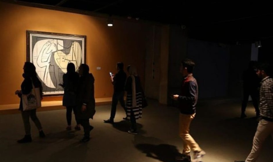 Iran displays exiled Queen's rare collection of works by ...