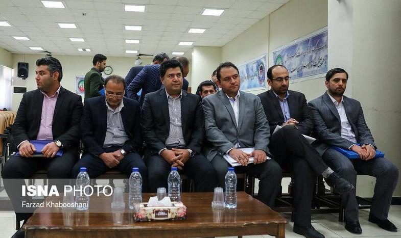 تصاویر خواندن دعا در دادگاه جدید مفسدان اقتصادی! متهم پرونده پتروشیمی: مگر ما سرباز نظام نیستیم؟