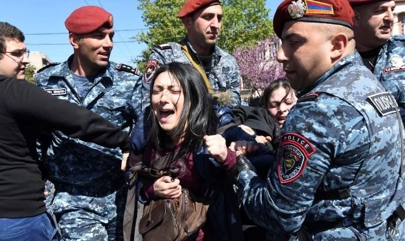 ارمنستانیها نشان دادند لایق دمکراسی اند: رئیس جمهور سابق پس از ۱۱ روز تظاهرات مردم از تمدید قدرت منصرف شد