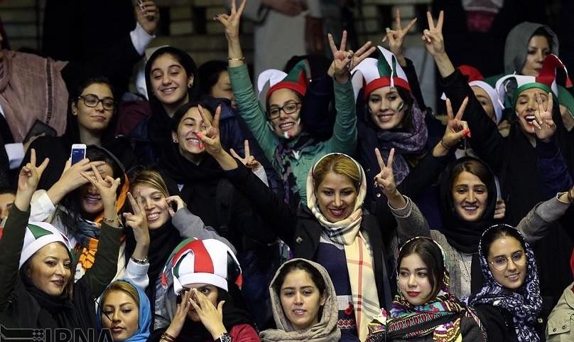 روحانی خواستار پخش مسابقات زنان از تلویزیون و حضور تماشاگرهای زن در ورزشگاهها شد