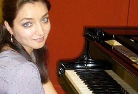 کنسرت پیانو آزاده رئوفی در کمک به بنیاد ایرانی مبارزه با سرطان (پاکی)