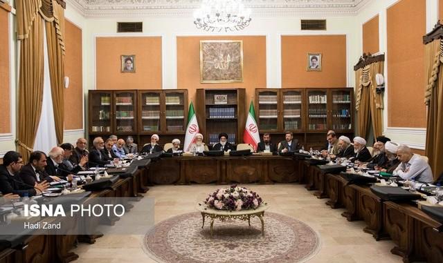 انتقاد دبیر مجمع مصلحت از سنگ اندازیهای روحانی و احمدینژاد مقابل رهبری و قوه قضاییه