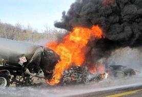 کانتینر حامل روغن در مرز پیرانشهر در آتش سوخت