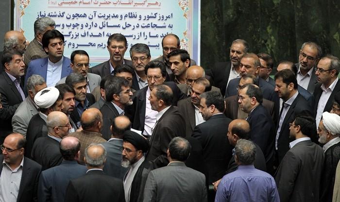 انتقاد بی پروای محمود صادقی از فساد در سه قوه، در مجلس دعوا به راه انداخت: مجلس عصاره فضایل شورای نگهبان است، نه ملت!