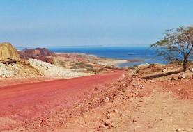 تاراج بهترین خاک سرخ جهان از جزیره هرمز ادامه دارد: اگر روند فروش خاک هرمز ادامه داشته باشد ..