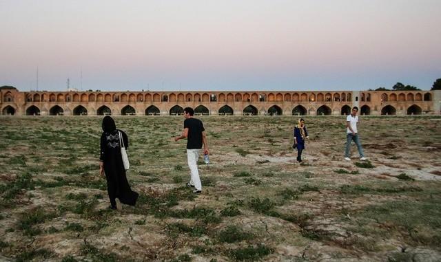 درخواست نمایندگان اصفهان برای جلسه اضطراری با رئیس جمهور درباره بحران بیآبی و احتمال نا آرامی