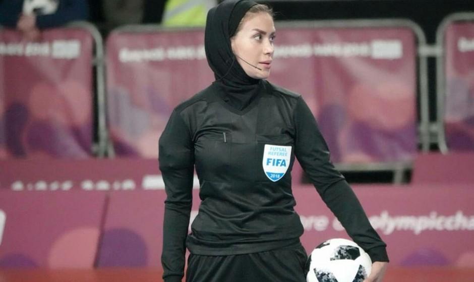 این خانم ایرانی که بازی فوتسال آقایان جهان را سوت میزند در بین ۱۰ ...