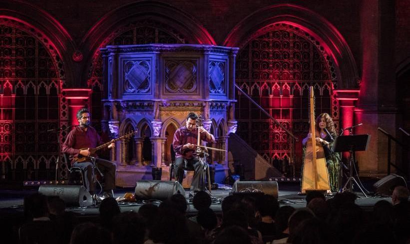 کنسرت دونوازی سهتار و تمبک و موسیقی کردی به همراه تارا جاف