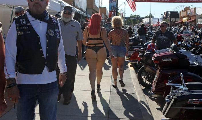 آبجو، بیکینی و آروغ، اما از ماسک خبری نیست! ویدئوی موتورسیکلت ...