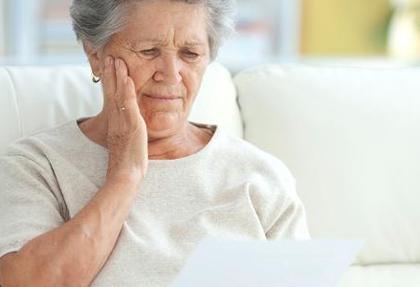 هزینه ماهانه یک بیمار آلزایمری ۷ میلیون تومان است: ۳۶ درصد افراد بالای ۸۵ سال دچار اختلال حافظه می شوند