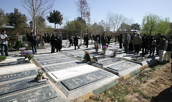 فردی امروز چهار زن را در آرامستان کرمانشاه به ضرب گلوله کشت
