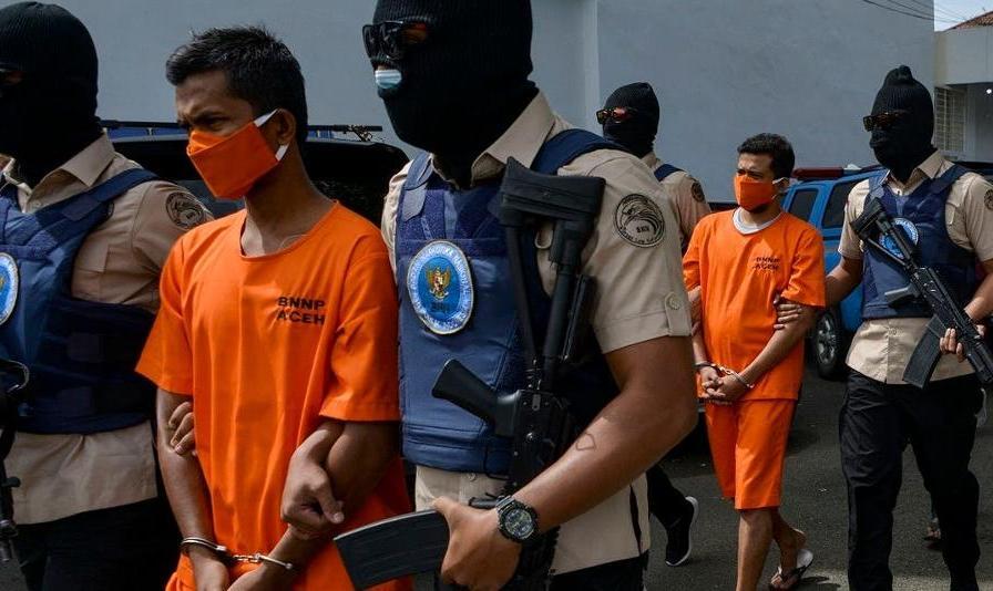 حکم اعدام ۳ ایرانی عضو یک باند قاچاق در اندونزی با جوخه آتش: زن ایرانی در میان اعدامی ها
