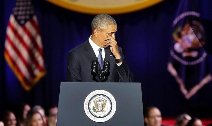 تصاویر اشکهای اوباما در نطق خداحافظی: هر وقت دموکراسی را بدیهی فرض میکنیم، به خطر میافتد