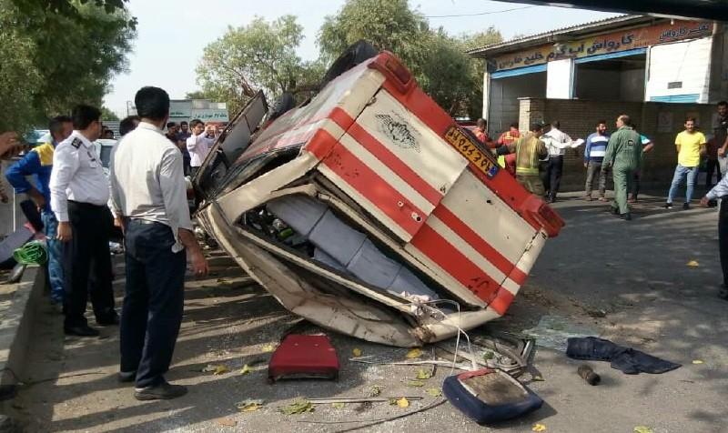واژگونی مینی بوس در بلوار شهید آوینی به دلیل نامشخص: مصدومیت شدید ۲۵ مسافر زن و مرد و کودک