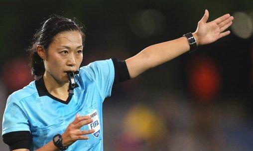 استفاده از داور زن برای فوتبال مردان در AFC کاپ