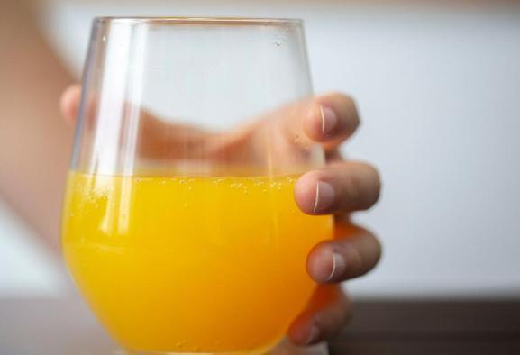 ۵ نوشیدنی که از ناسالم بودن آنها خبر ندارید؛ از شیر کاکائو تا آب ...