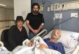 عکس پسران جمشید مشایخی بر بالین پدر در بیمارستان