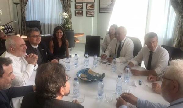 ترامپ: سفر ظریف به فرانسه با تأیید من صورت گرفت/ فرانسه: مذاکرات با ظریف مثبت بود/ تصاویر خانم بی حجاب در جلسه ظریف