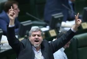 نماینده تهران: خودمان را درگیر مشکلات پیش پا افتاده مثل حضور بانوان در ورزشگاه کردهایم! بدون احزاب به توسعه سیاسی نمیرسیم