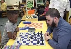 کودک پناهجوی بی خانمان اهل نیجریه در رده کودکان مسابقات قهرمانی شطرنج نیویورک پیروز شد