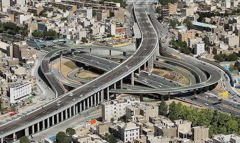 باز هم بن بست و جان به لب رسیدن! فیلم: دزد فراری خودرو پراید در سقوط از پل بزرگراه امام علی تهران کشته شد!