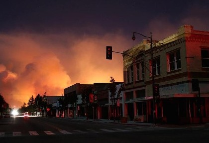 فیلم بزرگترین آتش سوزی تاریخ کالیفرنیا: مهار آتش در ۱۱۵۰۰۰ هکتار تا ۳ هفته دیگر ناممکن خواهد بود