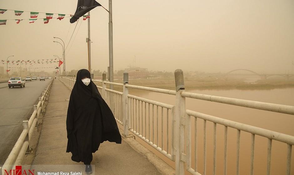 مدارس و فرودگاه اهواز تعطیل شد/ شرایط فوق خطرناک آلودگی هوا در اهواز: غلظت گرد و غبار ۴۷ برابر حد مجاز!