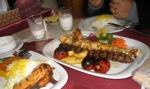کلاس آشپزی غذای خوشمزه ایرانی با صنم لامبورن