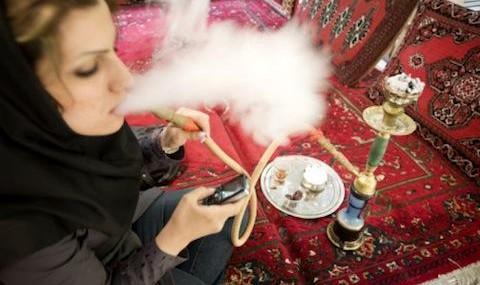 افزایش نجومی نرخ مصرف دخانیات در میان دختران نوجوان ایران / سالانه ۵۰ میلیارد نخ سیگار و ۱۰ هزار میلیارد تومان ثروت ملی دود میشود!