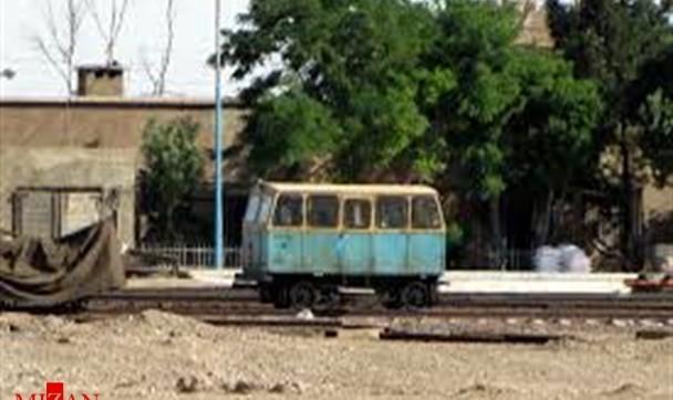 ریزش کوه بر روی خط آهن اندیمشک - لرستان: مصدومیت ۱۰ نفر از کارکنان راه آهن