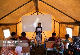 تصاویر: مدرسه رفتن سختتر میشود وقتی سیل هم آمده باشد